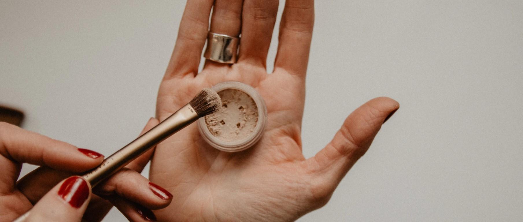 Jak sprawić, by makijaż nie szkodził cerze?